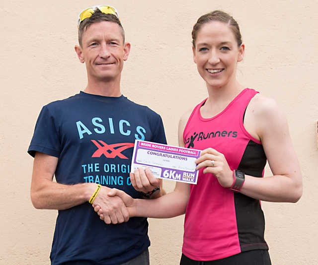 Shelly Mc Doyle of Shelly Mac's Max Fitness presenting Chris Grayson (Kerry Crusaders AC) with first prize.