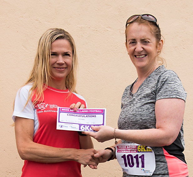 Anna-Marie Barry of Fermoy print presenting Dolores Duffy (Watergrasshill AC) with first prize.